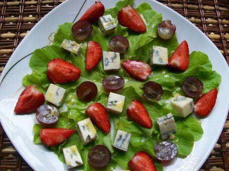 Przepis  sałatka z truskawkami i serem blue przepis