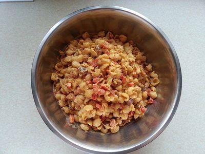 Sałatka makaronowa z boczkiem i curry