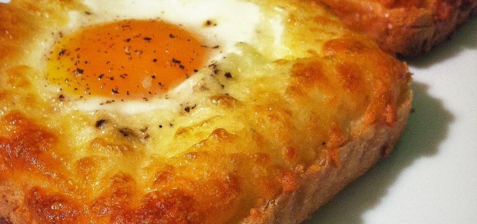 Jajko na toście z żółtym serem (autor: izabela77)