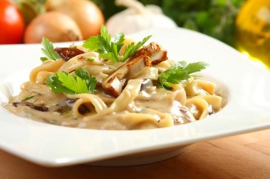 Makaron z sosem borowikowym po włosku
