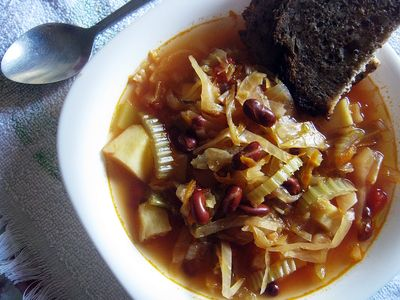 Zuppa di cavolo, czyli toskańska zupa z włoskiej kapusty i fasoli ...