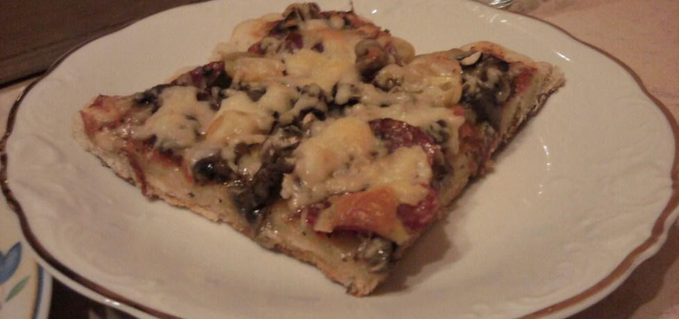 Pizza z pomidorkami (autor: polly66)