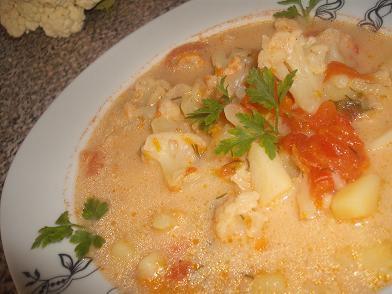 Zupa jarzynowa z kalafiorem i pomidorami