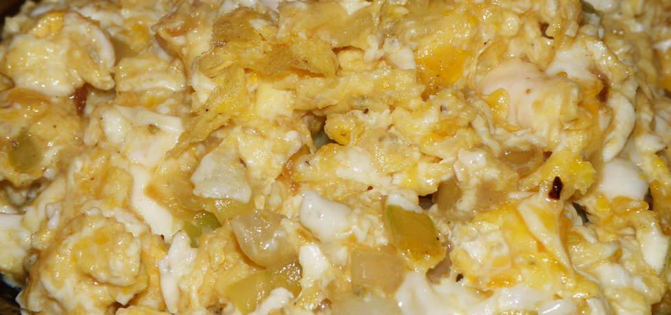 Jajecznica z cebulą i czosnkiem