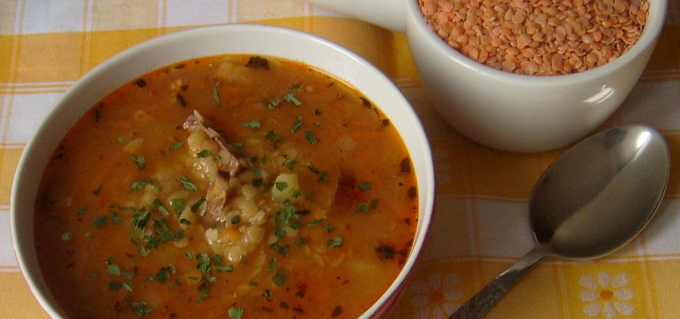 Sycąca zupa z czerwonej soczewicy na wędzonce ...