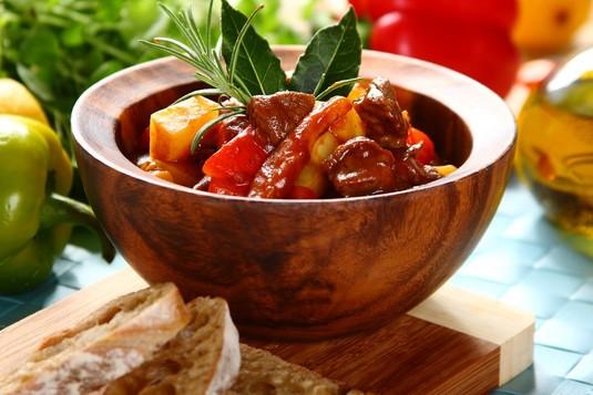 Gulasz po węgiersku z mięsem wołowym