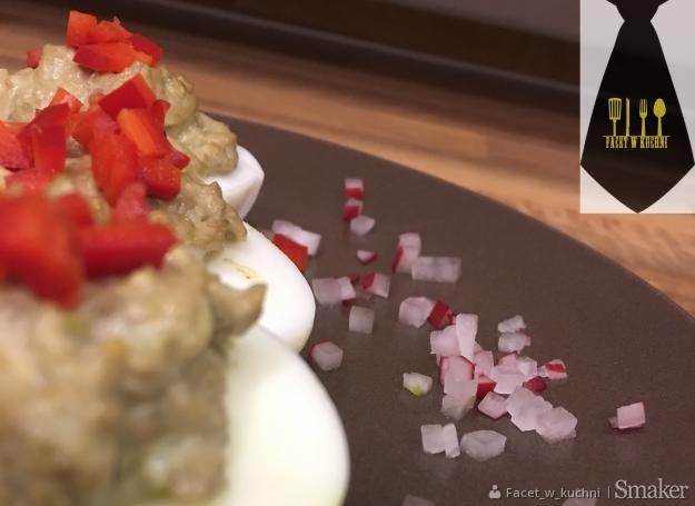 Jajka faszerowane pastą z awokado – dodatek nie tylko do ...