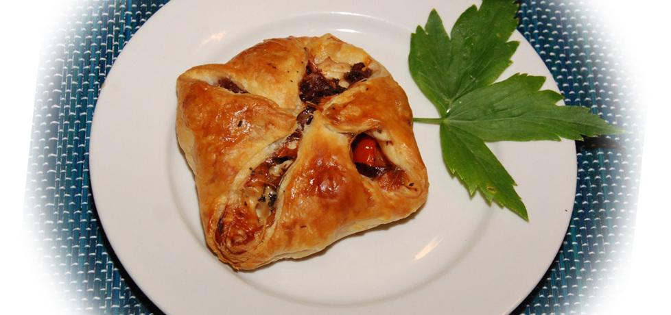 Sakiewki z ciasta francuskiego z kurczakiem (autor: fotoviderek ...