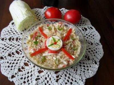 Sałatka z kapusty pekińskiej z jajkami i pomidorami