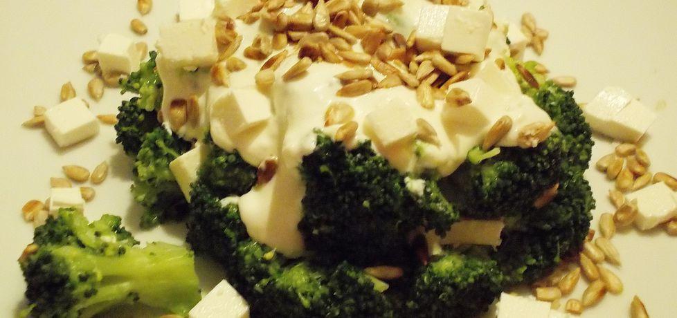 Sałatka z brokułem ,serem feta i słonecznikiem (autor: niki22 ...