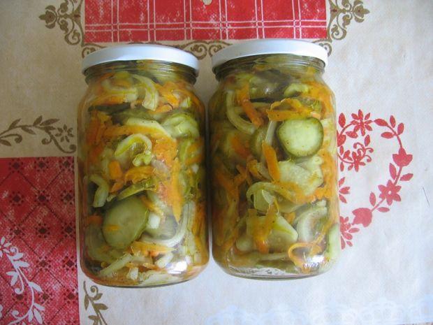 Przepis  sałatka z ogórków i marchewki
