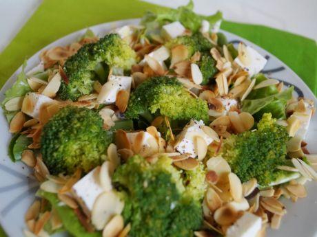 Przepis  sałatka z brokułami, fetą i migdałami przepis