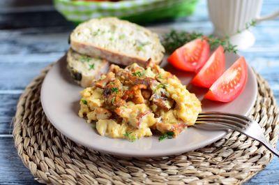 Kremowa jajecznica z kurkami