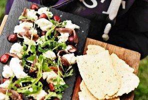 Mozzarella z anchois i wiśniami  prosty przepis i składniki