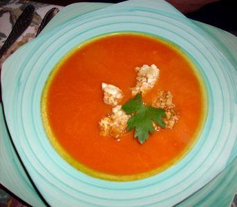 Pomidorowa z chrupiącymi grzankami z wafli ryżowych ...