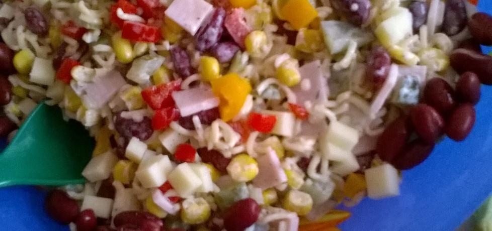 Sałatka z szynką i makaronem z zupki chińskiej (autor: ania2610 ...