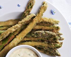 Smażone szparagi z sosem aioli  prosty przepis i składniki