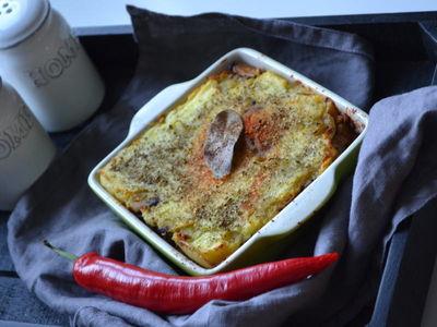 Zapiekanka ziemniaczana z mięsem mielonym, pieczarkami i kaszą ...