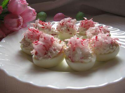 Wiosenne jajka z białym serem i rzodkiewką.