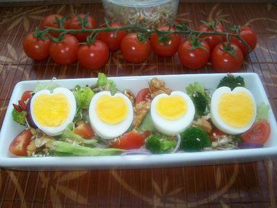 Sałatka z jagodami goji i jajkami