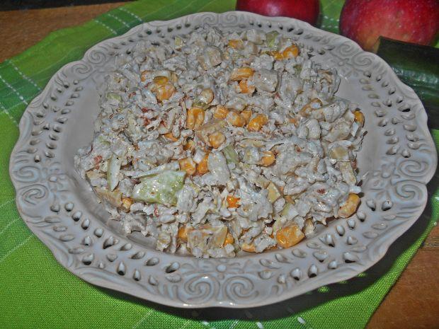 Przepis  ryżowa sałatka z ogórkiem i kurczakiem przepis