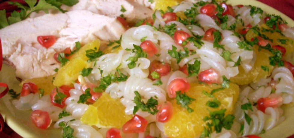 Sałatka z makaronu ryżowego z kurczakiem i owocami (autor ...