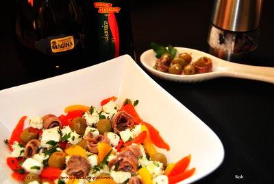 Sałatka paprykowa z serem feta i anchois