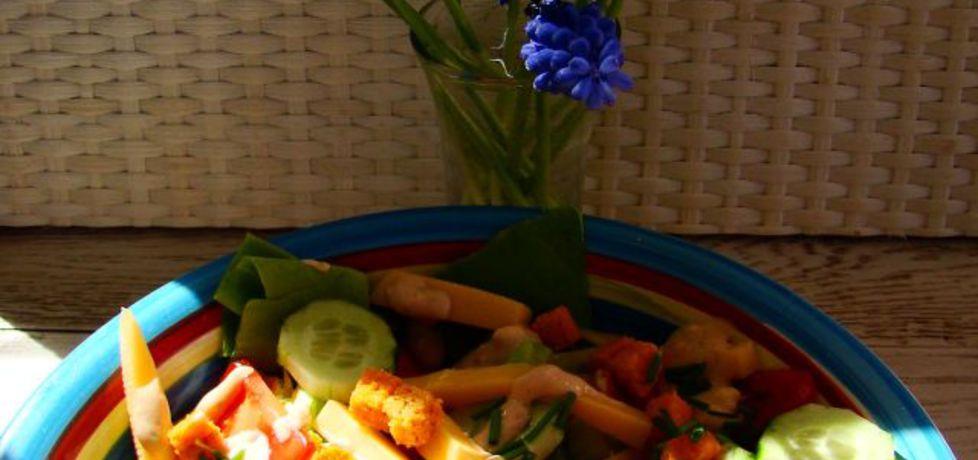 Sałatka z grzankami i sosem salsa rosa (autor: iwa643 ...