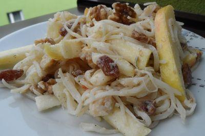 Sałatka z orzechami włoskimi