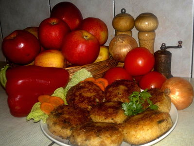 Kotleciki z kalafiora z pieczarkami i serem