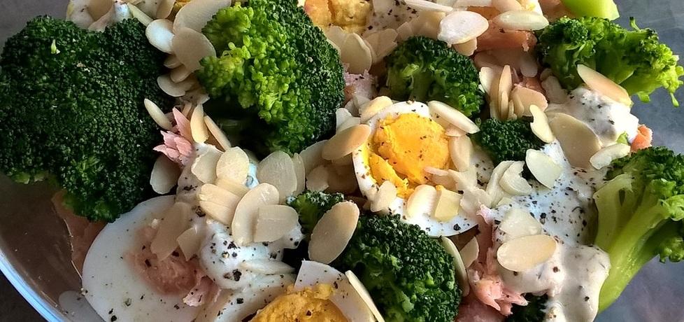 Sałatka z łososiem, brokułem i płatkami migdałów (autor: ania321 ...