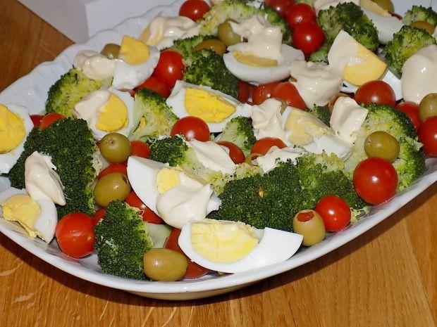 Przepis  sałatka z brokułem i oliwkami przepis