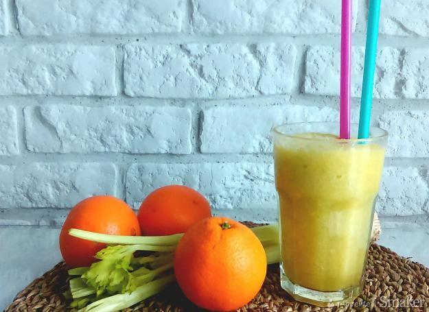 Smoothie z pomarańczą, jabłkiem i selerem naciowym