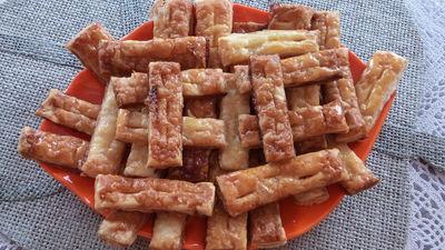 Ciasteczka z ciasta francuskiego z miodem