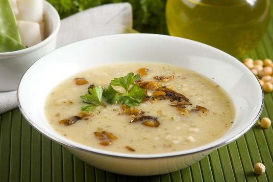 Zupa grochowa z pęczakiem