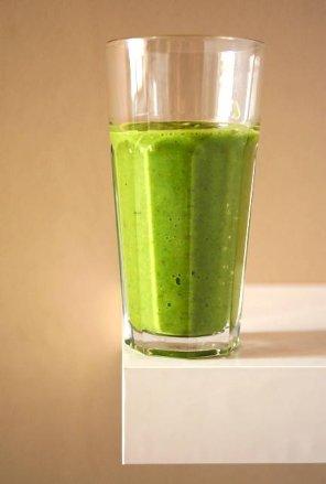 Zielony smoothie z awokado i kiwi