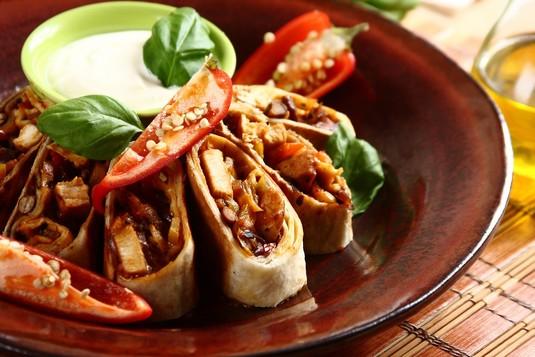Pikantne burrito z kurczakiem w 45 minut  zobacz na przepisy.pl