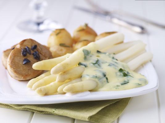 Białe szparagi z wytrawnym serowym sosem