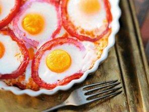 Jajka sadzone w pomidorach  prosty przepis i składniki