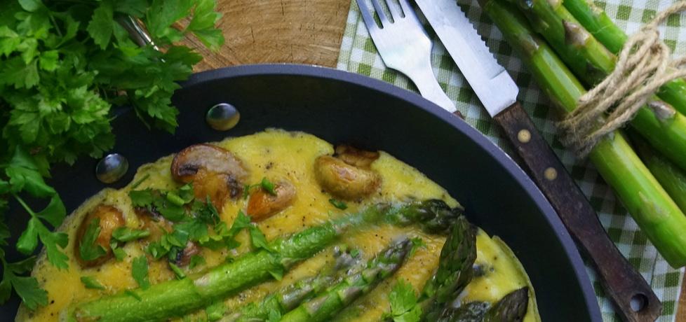 Omlet z zielonymi szparagami i pieczarkami (autor: kulinarne ...