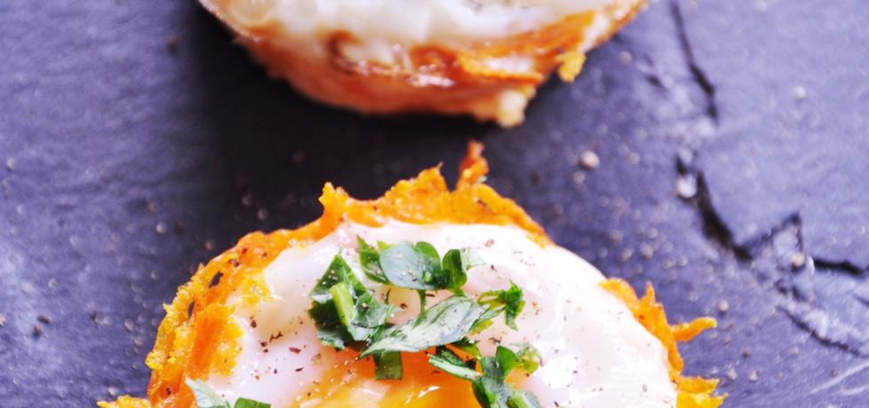 Jaja zapiekane w marchewkowym koszyczku z chrzanem (autor ...