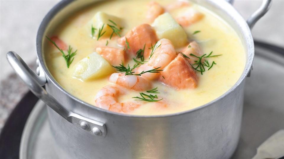 Przepis na zupę ziemniaczaną z łososiem i krewetkami