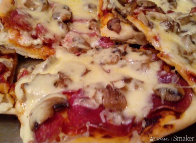 Pizza domowa pyszna