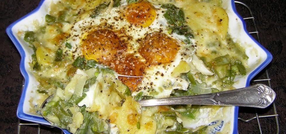 Z mikrofali ziemniaki z mozarellą i jajkami... (autor: w-mojej