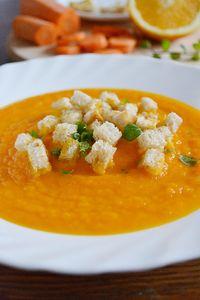 Zupa krem z marchwi i pomarańczy z grzankami