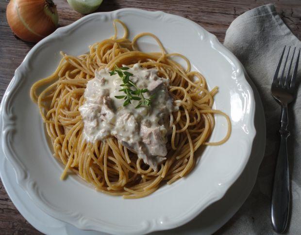 Przepis  spaghetti z śmietanowym tuńczykiem przepis