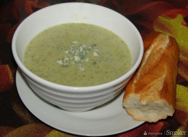 Krem z brokulow z serem plesniowym