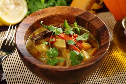 Curry ze smażonej dyni i ziemniaków
