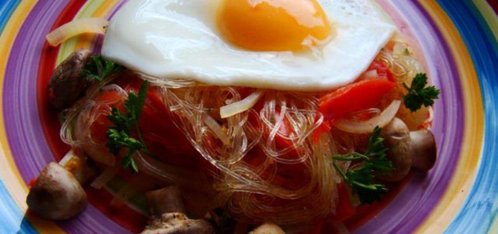 Makaron ryżowy z pieczarkami i jajkiem sadzonym (autor: iwa643 ...