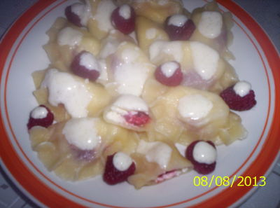 Pierogi z serem i malinami